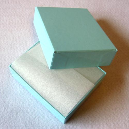 ブルーの箱